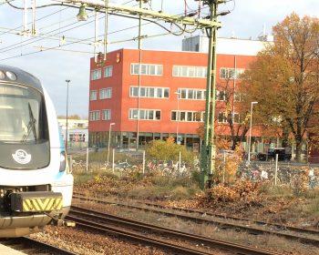 Tåg på Knivsta station