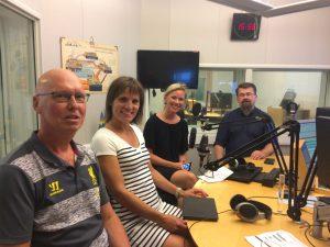 Politiker i radiostudion