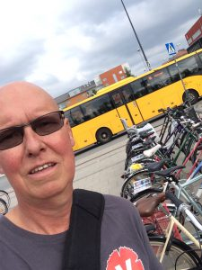 Lappade cyklar av en sliten men stolt valarbetare